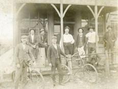 Men at Bunger Hotel, Alta Vista, Kansas