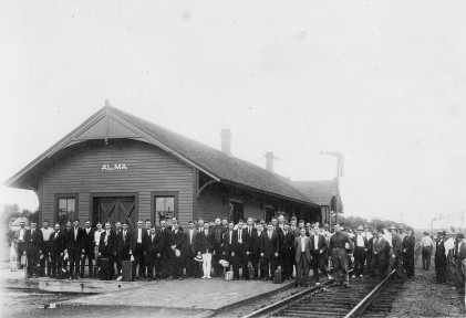 World War I Draftees Depart Alma at Rock Island Depot