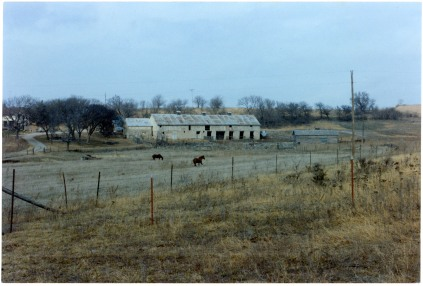 This view of the Peter Thoes barn, taken from the south, dates from the late 1980s.